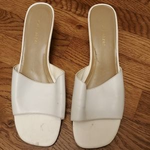 Naturalizer 8m womens white low heels